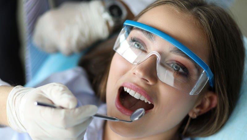 Diş Taşı Temizliği Hakkında Bilmek İstediğiniz Her Şey